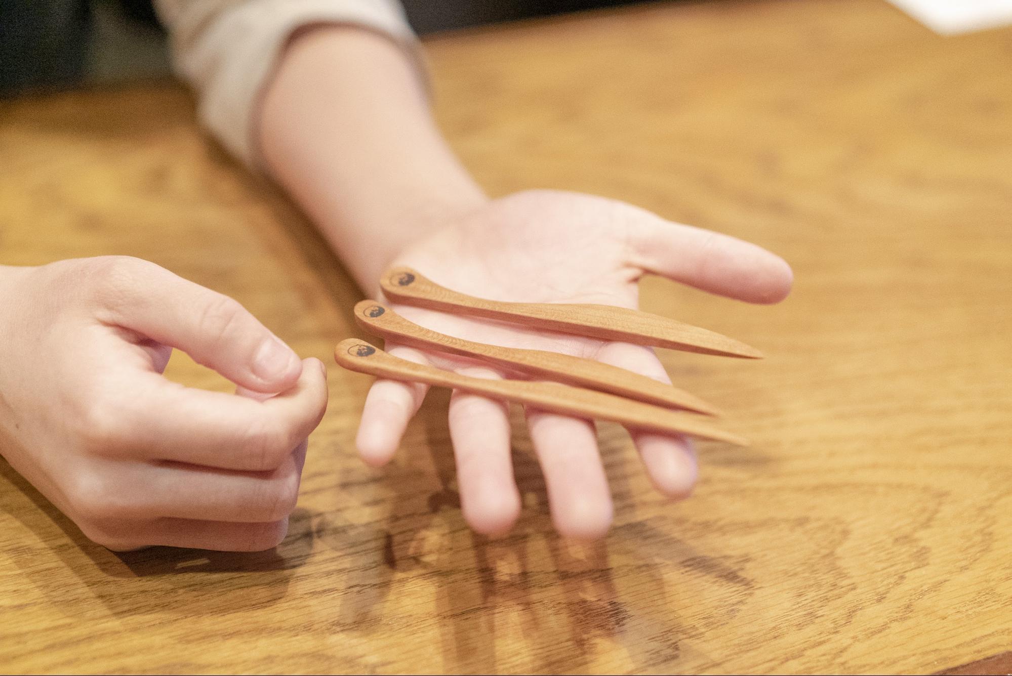 岡山の木型職人の元で作ってきたという菓子切り。